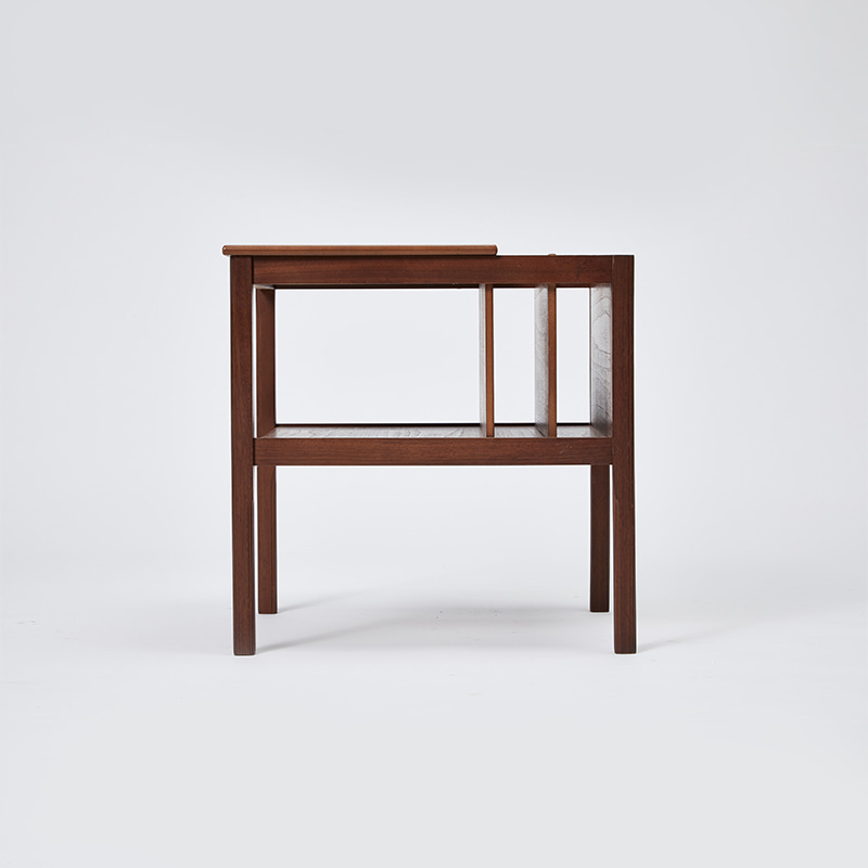 MID CENTURY TEAK MAGAZINE RACK / SIDE TABLE
